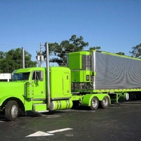 big green peterbilt largecar
